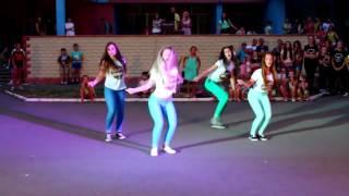 прикольный танец под крутую песню