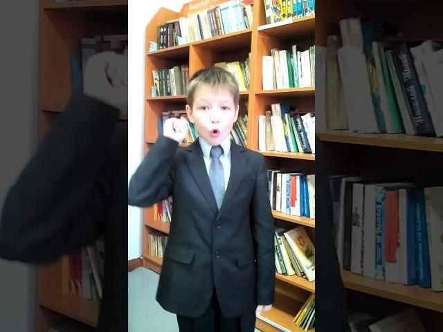 Изображение предпросмотра прочтения – ДмитрийБобылев читает произведение «Мальчик и Змея» И.А.Крылова