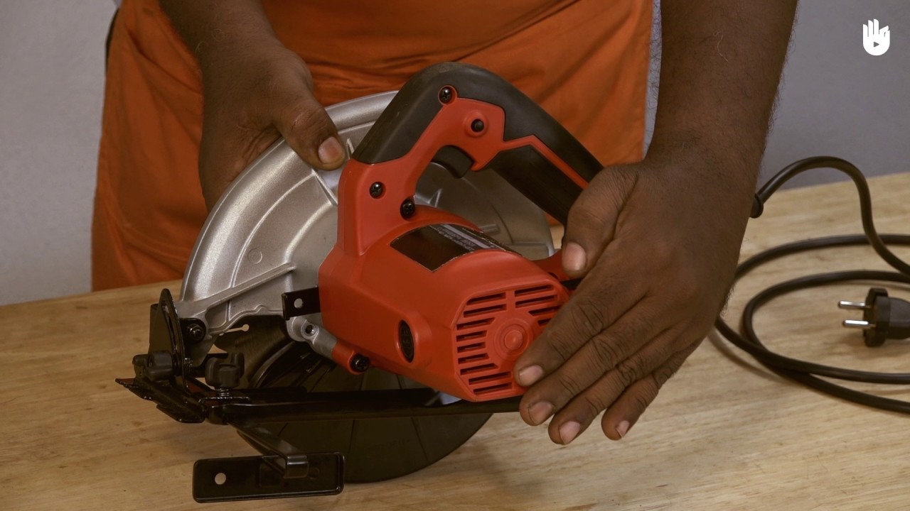 circular saw in use. how to use a circular saw - hindi circular saw in use m