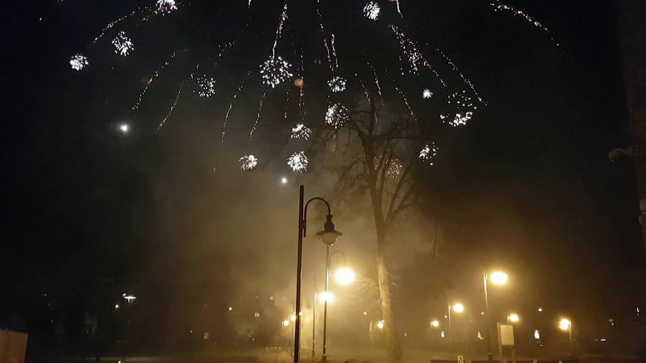 Pokaz fajerwerków i serdeczne życzenia od burmistrza na nowy 2018 rok. – 01.01.2018