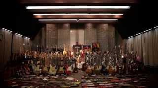 野村義男の膨大なギター・コレクションを一冊にまとめた写真集『野村義...