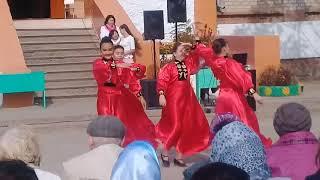 Танец под песню шарка барка