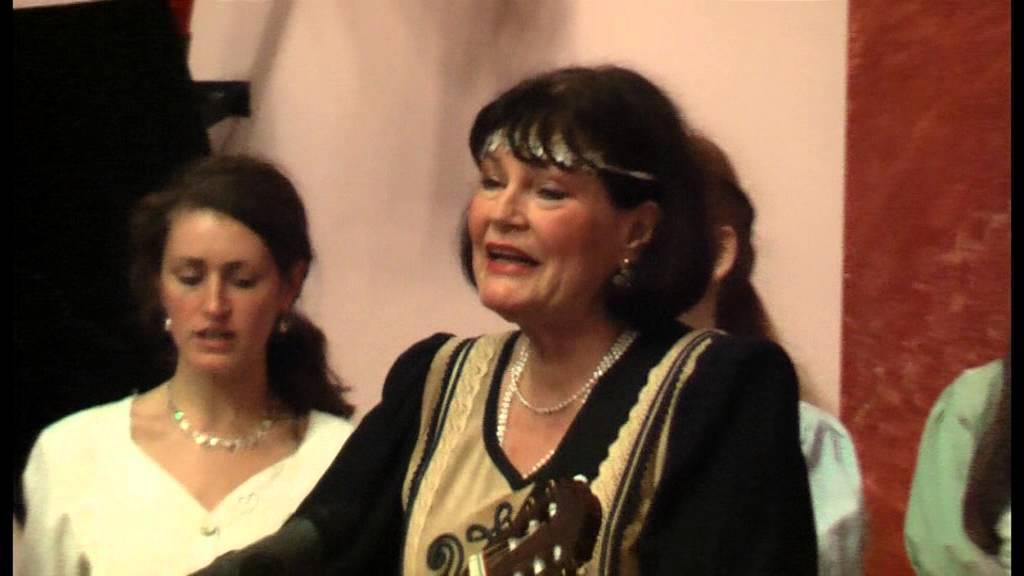 BÉKÉT és REMÉNYSÉGET  Dévai Nagy Kamilla és a Krónikás Zenede