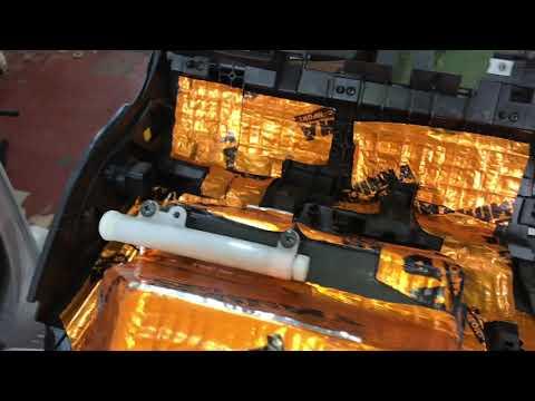 Nissan Tiida шумоизоляция салона со съёмом и проклейкой антискрип материалами торпедо
