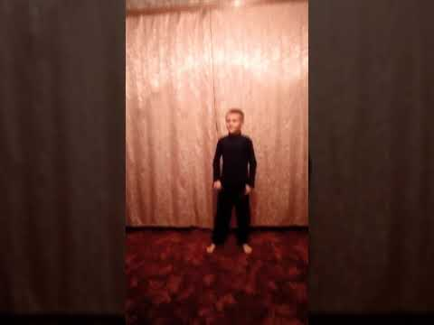 Тимофей танцует