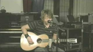 Thom Yorke plays sweet acoustic version of Reckoner