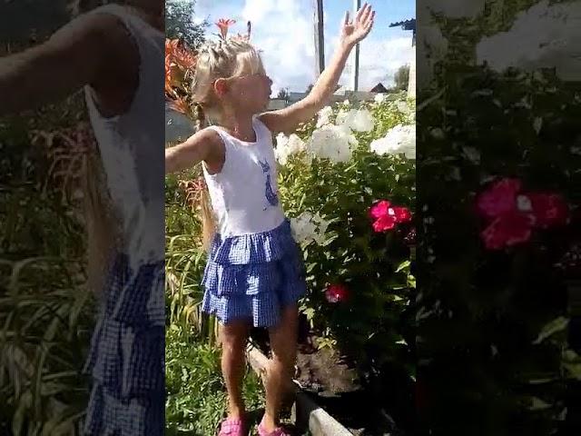 Изображение предпросмотра прочтения – АннаШмыкова читает произведение «Здравствуй, лето!» Т.В.Боковой