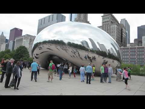 Cloud Gate in Millennium Park, Chicago, Illinois, USA