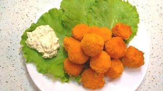 Сырные шарики в кляре с белым соусом / Cheese balls in batter with white sauce