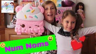 Num Noms Collector's Case with Exclusive Princess Num Noms & Lip Gloss
