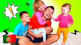 Nova história para crianças. Five Kids a fazer uma piada com o pai.
