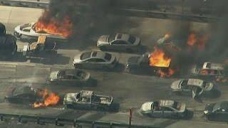 بالفيديو.. حرائق مجهولة بكاليفورنيا تلتهم السيارات