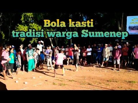 Permainan Bola Kasti Tradisi Warga Kota Sumenep-Madura