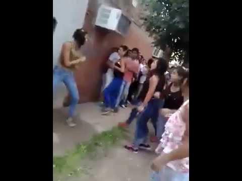 peleas de un grupo de mujeres ..(totalmente muy impresionante)