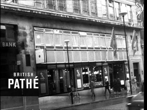 duke-of-edinburgh-presents-awards-at-design-centre-(1960)