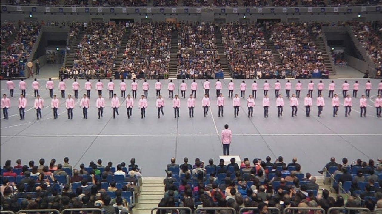 Japanese synchronized walking: Students perfect synchronized walking routines