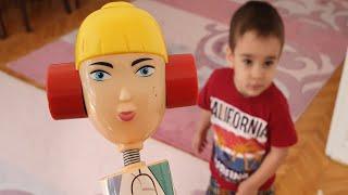 Şeker Kız Cosby Beratı Kovaladı Funny Kids Video