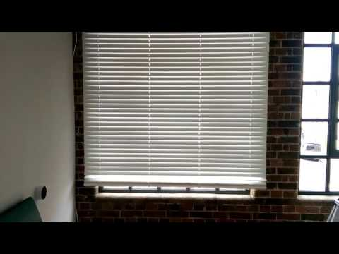 Electric wood venetian blind from Timberlux