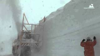 Уборка снега в Японии в условиях горной местности (снегоуборочный ротор)(Продажа снегоходов Ohara и японской снегоуборочной техники на нашем сайте http://www.snowplow27.com/, 2015-09-29T08:43:25.000Z)