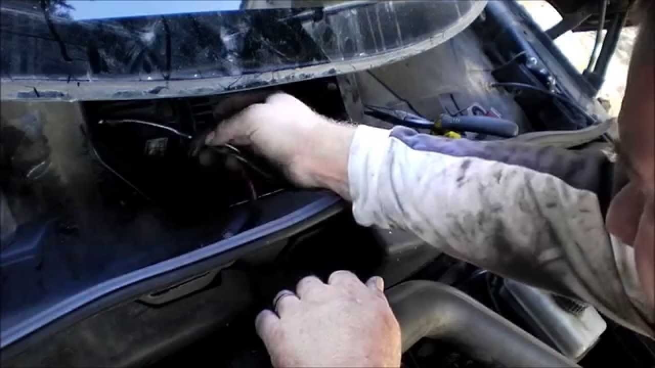 Thesaabguy Repairs 2002 Saab 9 5 Blower Motor Or Fan Speed Controller Youtube