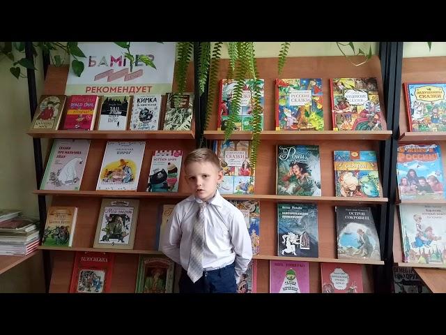 Изображение предпросмотра прочтения – ЮрийЖмыхов читает произведение «Что такое лето?» А.А.Усачева