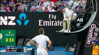 Roger Federer argues with the chair umpire - Australian Open 2018