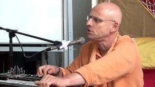 HH Kadamba Kanana Swami Kirtan (long version)