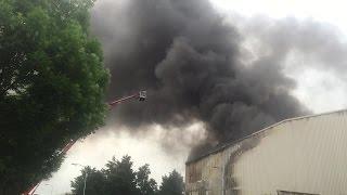 Grote rookontwikkeling bij brand recyclingbedrijf Huiskes Metaal in Waalwijk