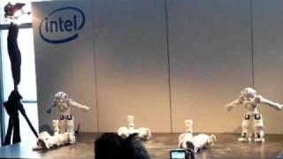 CeBIT 2011: танцующие роботы на презентации Intel