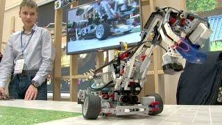Белорусские школьники сделали LEGO-робота, собирающего отходы (новости)