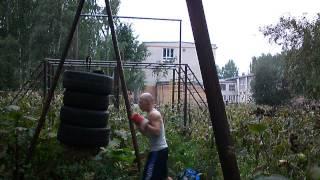 Работа на уличном боксерском мешке, street workout