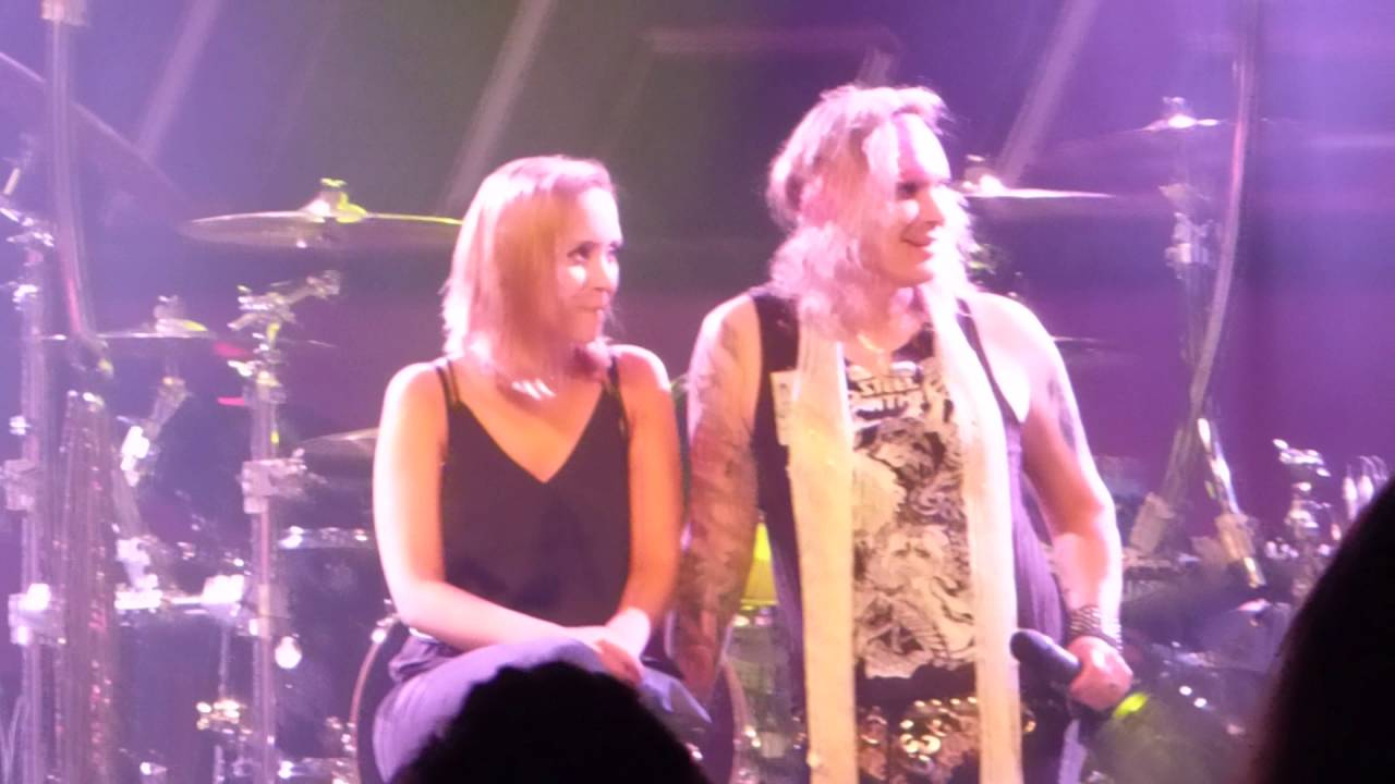 Steel Panther, Girl From Oklahoma (boyfriend singing