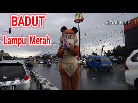 BADUT LAMPU MERAH