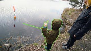 Какую рыбу поймал Мирон Первая рыбалка сына Семейная рыбалка Танаго