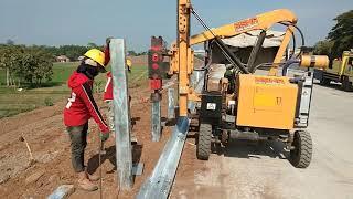 Pemasangan Guard Rail di Proyek Toll Gempol Pasuruan 19 November 2018