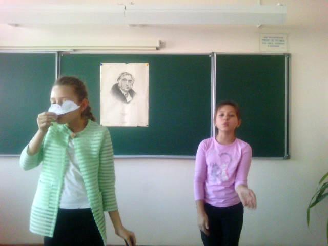 Изображение предпросмотра прочтения – КсенияТитаренко читает произведение «Мартышка и очки» И.А.Крылова