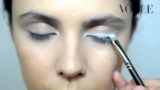 видео Белый карандаш в макияже