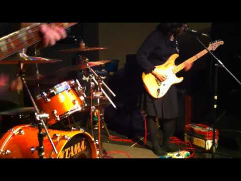 SCREAMING FEMALES plays final song at Flywheel on 2-08-2011.