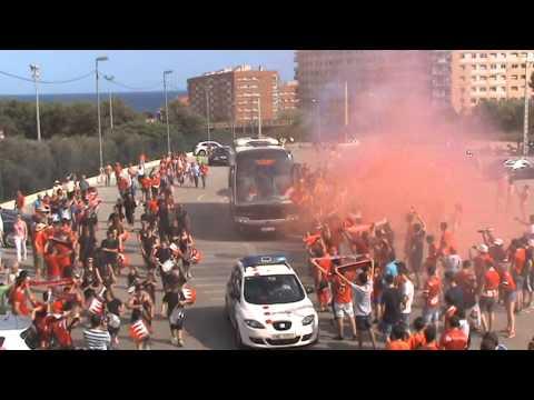 Llegada de los jugadores del Nàstic al Nou Estadi.