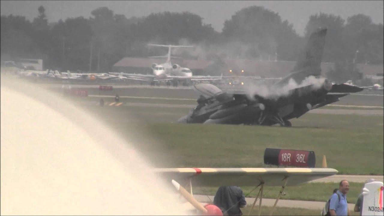 F16 Crash Oshkosh EAA AirVenture 2011 HD(1080p)