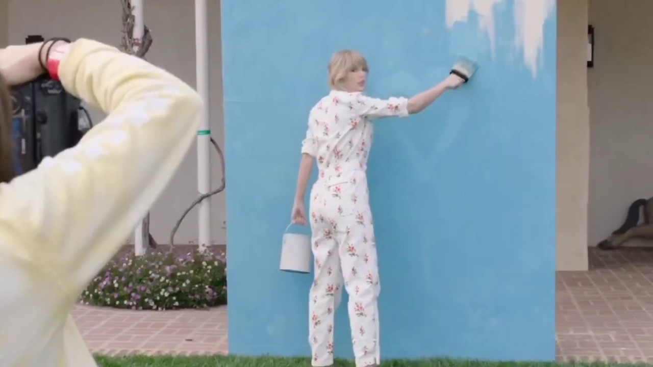 Download Taylor Swift - I Think He Knows ( Music Video )