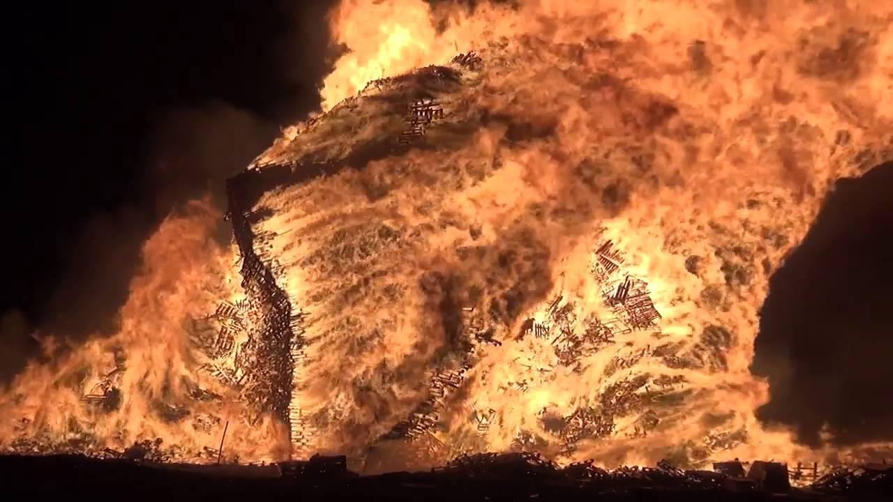 Vreugdevuur Duindorp 2015 16 World Record Bonfire 2016