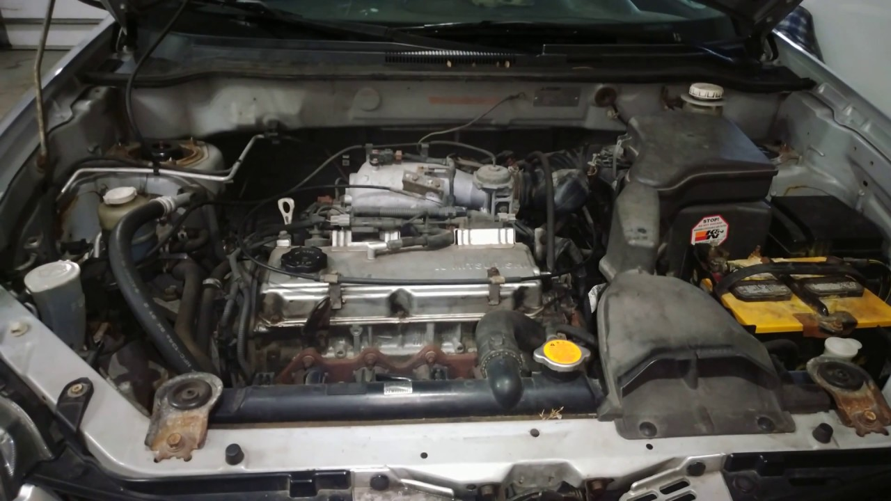 General overview of 2003 mitsubishi Outlander FWD engine bay (4g64)