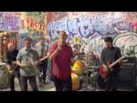 Music video Mustard Plug - Hit Me! Hit Me!