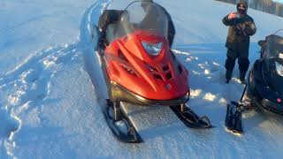 Покатушки на снегоходах  Варяг 550V и Тайга Атака 2  по полям. Клинанул двигатель.
