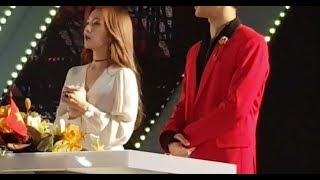 171014 Red Velvet MC Irene memorizing her lines @ Korea-Vietnam Friendship Super Show