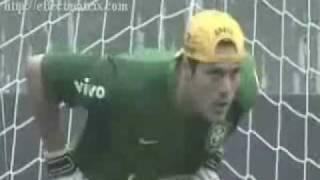 Juninho Pernambucano umilia Julio Cesar thumbnail