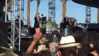 "Lykke Li ""Complaint Department"" / ""Knocked Up""( Kings of Leon) Live at Coachella 09"