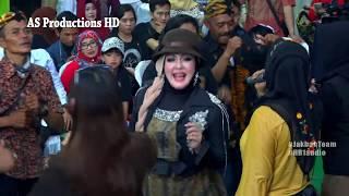Mega Mustika - Bukan yang pertama - show di kuningan