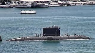 Canadian Submarine Enters Pearl Harbor Naval Base
